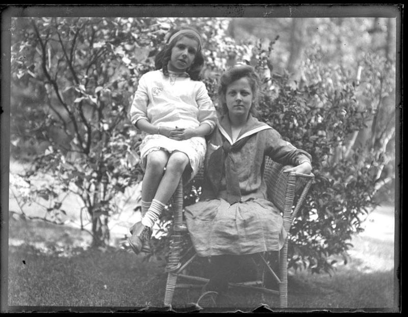 Gift of Ursula Korzenik, 2004.142.6  © 2012 The Connecticut Historical Society.