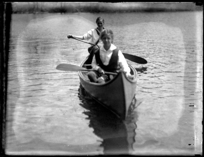 Gift of the Avon Story Commission, 1980.101.0  © 2012 The Connecticut Historical Society.