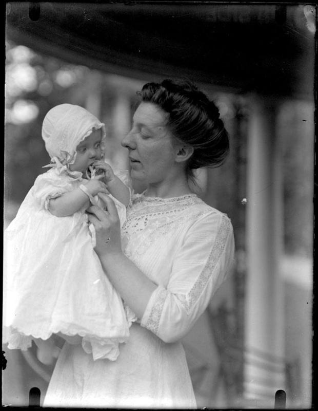 Gift of the Johnson Family, 1913.9.1  © 2003 The Connecticut Historical Society.